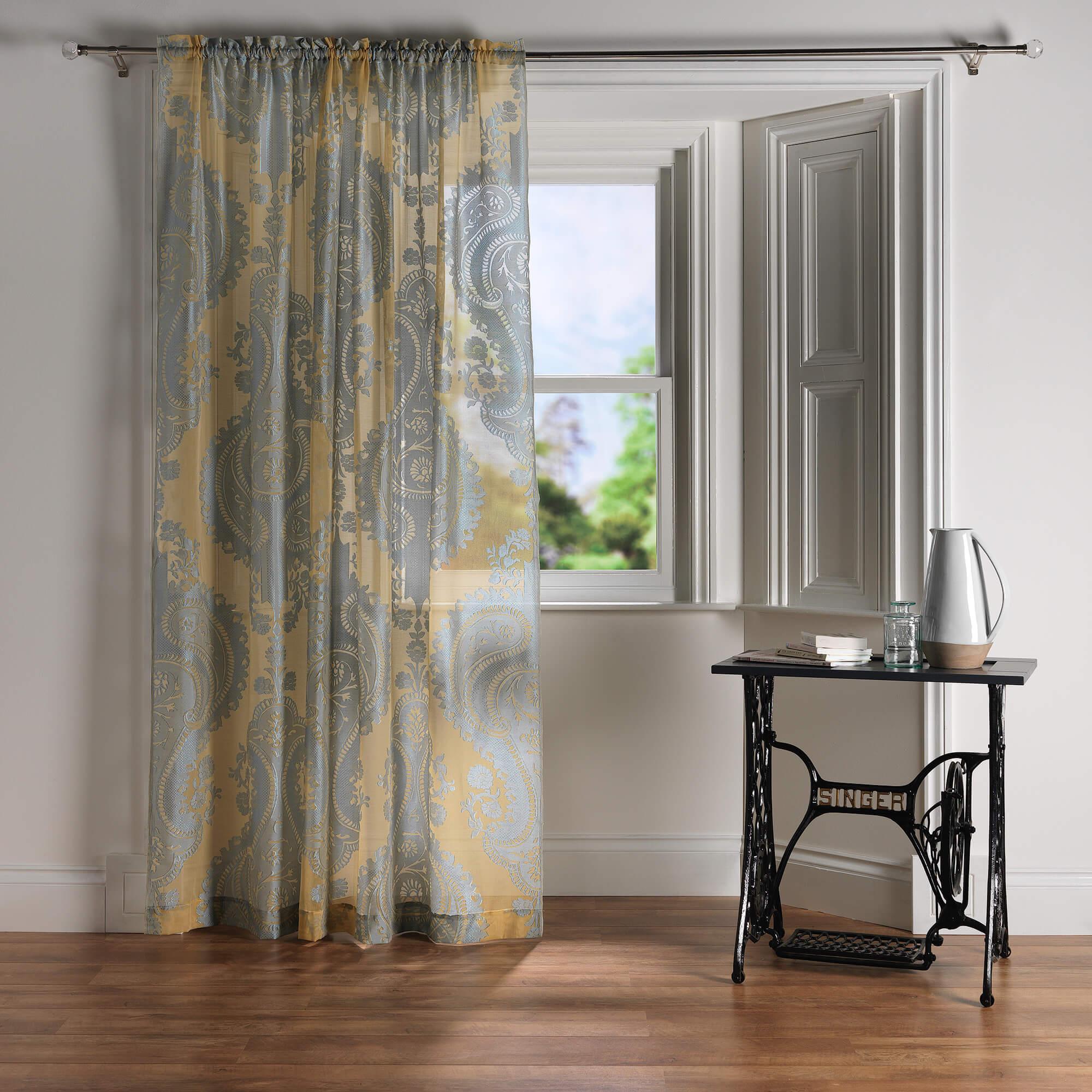 Fixing net curtains bay windows for Window net curtain